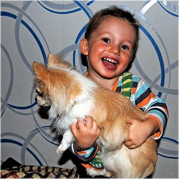 Дети и щенок Амур